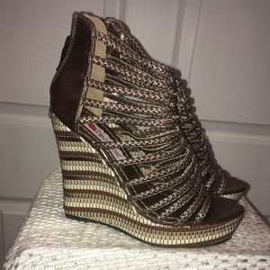 Two Lips platform wedge